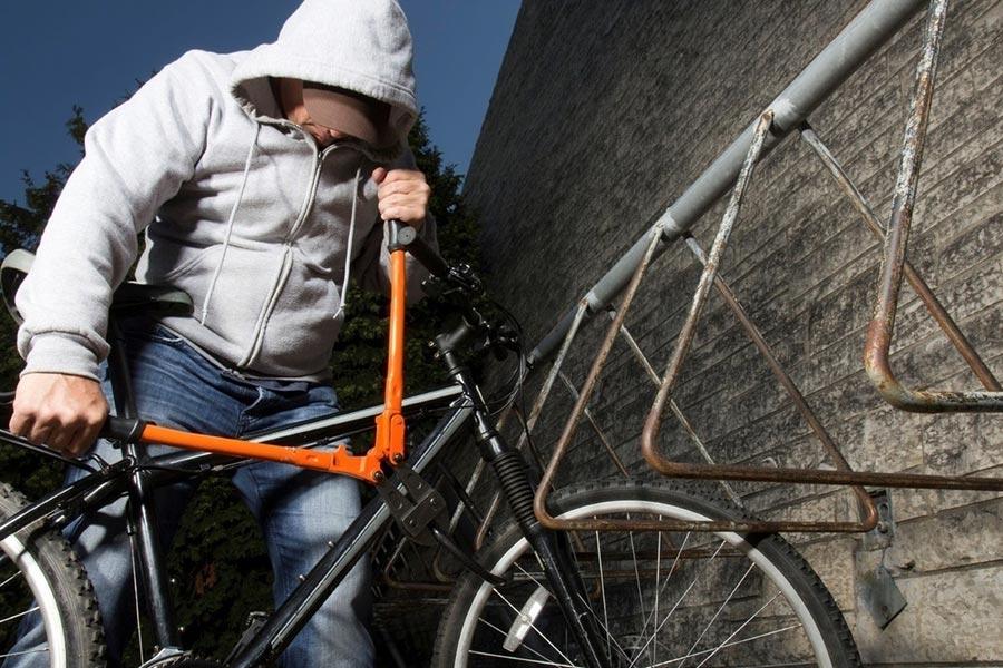 Похитил денежные средства и велосипед
